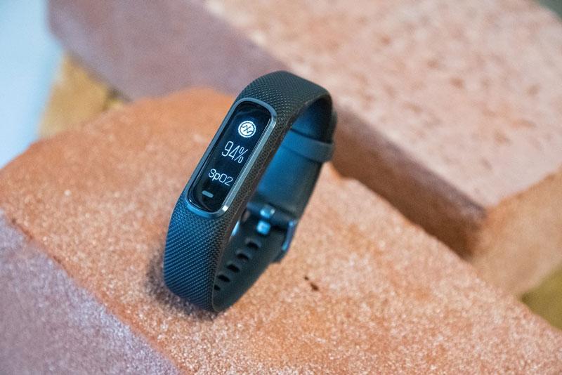 Vòng đeo tay theo dõi sức khỏe Garmin Vivosmart 4
