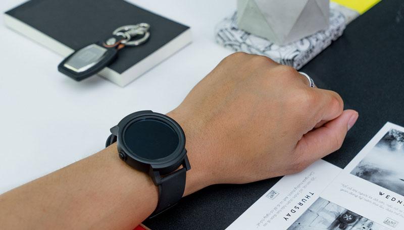 So sánh đồng hồ Ticwatch 2 và Ticwatch E