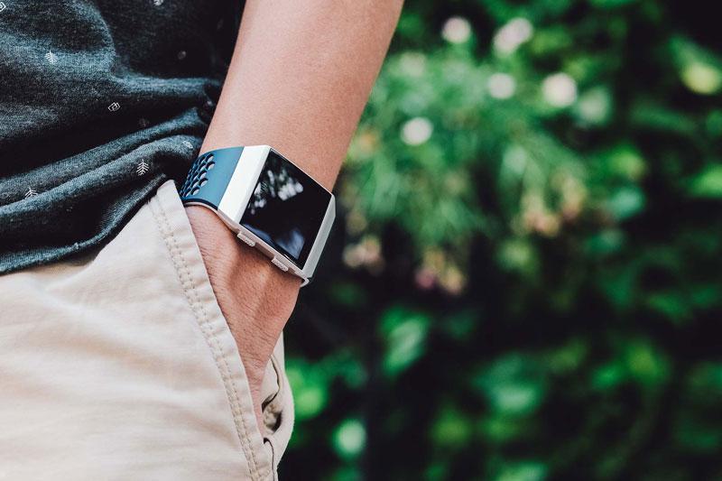 phân biệt đồng hồ thông minh và vòng theo dõi sức khỏe