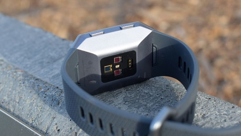 Cảm biến đo nhịp tim trên Fitbit