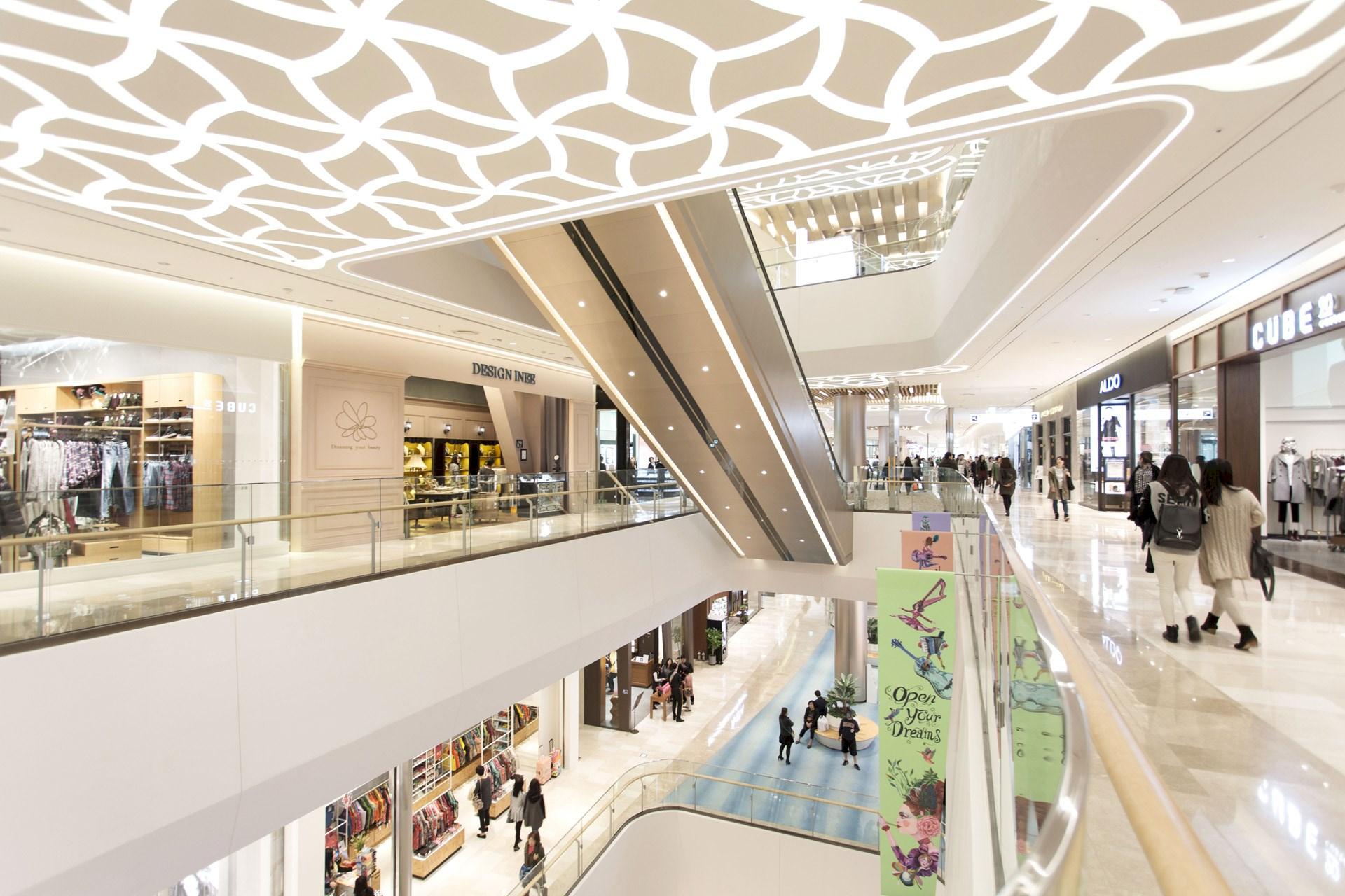 Asia Landmark LOTTE World Mall Opens in Seoul