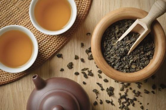 Oolong là loại trà mang mùi hoa quả chín rất thơm và bền, hậu vị ngọt thanh, nước trà xanh hoặc xanh vàng - Ảnh: Sưu tầm