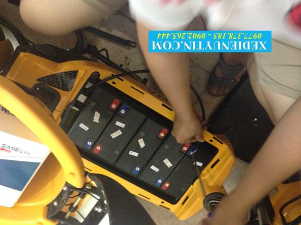 Thay ắc quy xe đạp điện tại nhà Hà Nội
