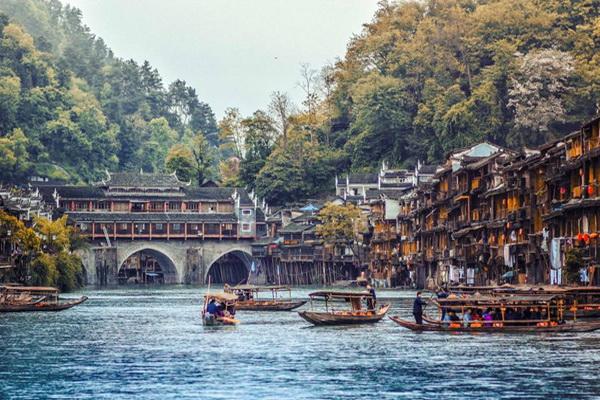 Du lịch Phượng Hoàng cổ trấn Trung Quốc giá rẻ