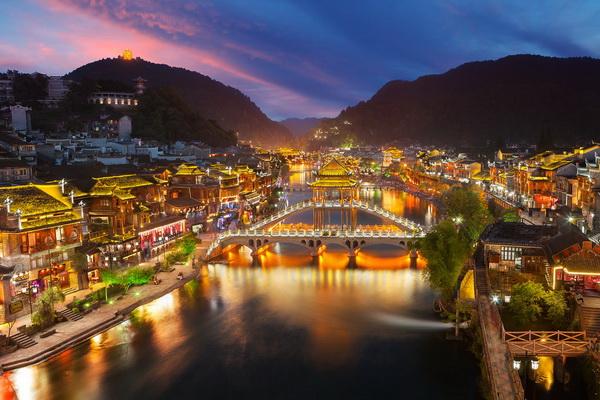 Phượng Hoàng cổ trấn, Trung Quốc về đêm