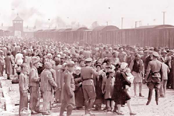Trai tap Trung Auschwitz