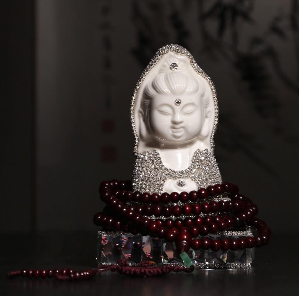 Nước Hoa Tượng Phật Quan Âm Đính Đá