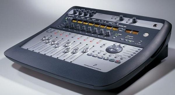 Sound card thu âm Digidesign 002 Console