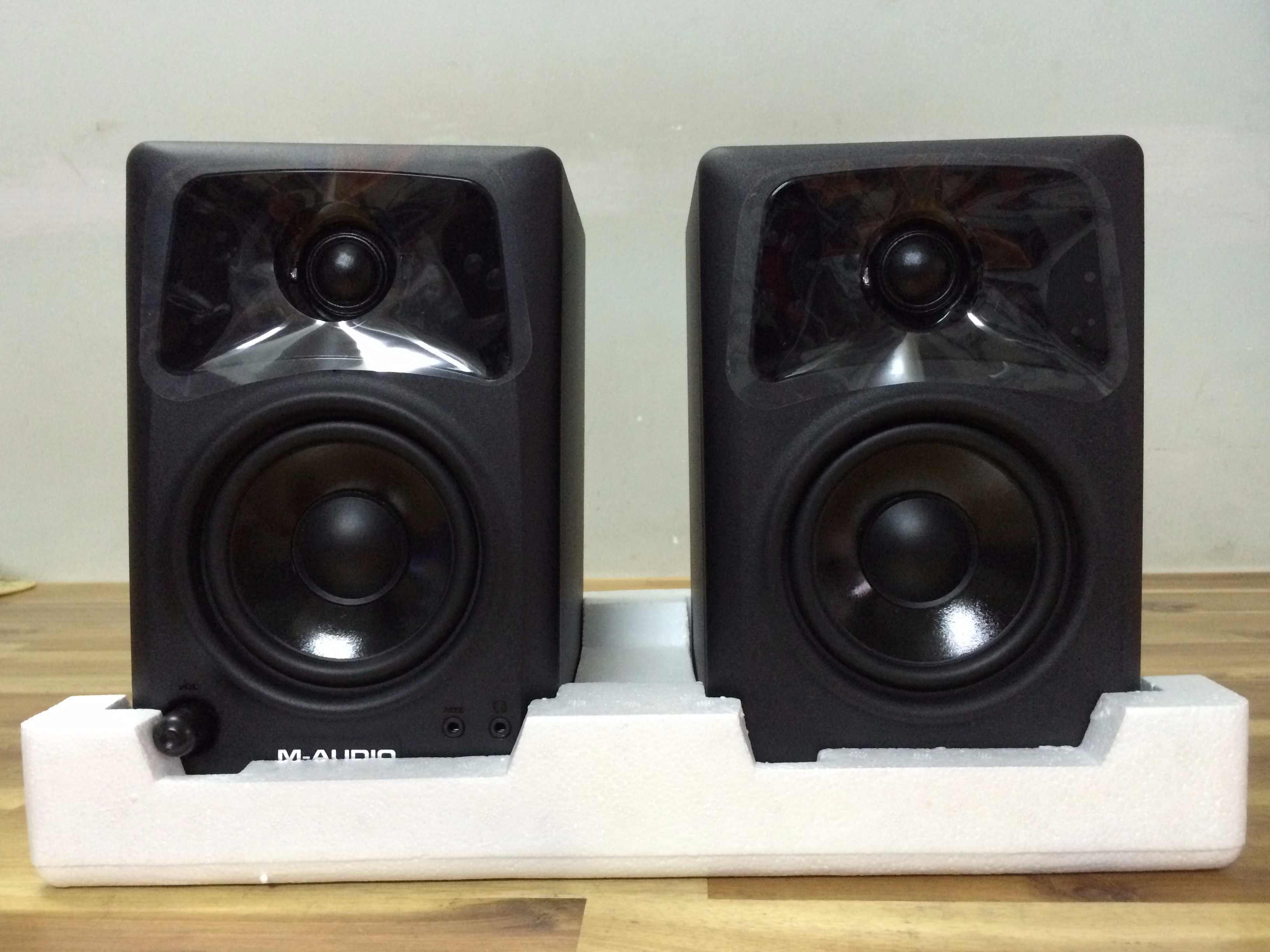 Loa kiểm âm monitor M-Audio Studiophile AV 42