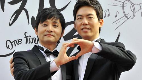 Phụ nữ Hàn Quốc có thể tự do động chạm lên cơ thể nhau như nắm tay thể hiện tình cảm.