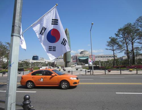 Du khách muốn thuê ô tô ở Hàn Quốc phải có bằng lái quốc tế.