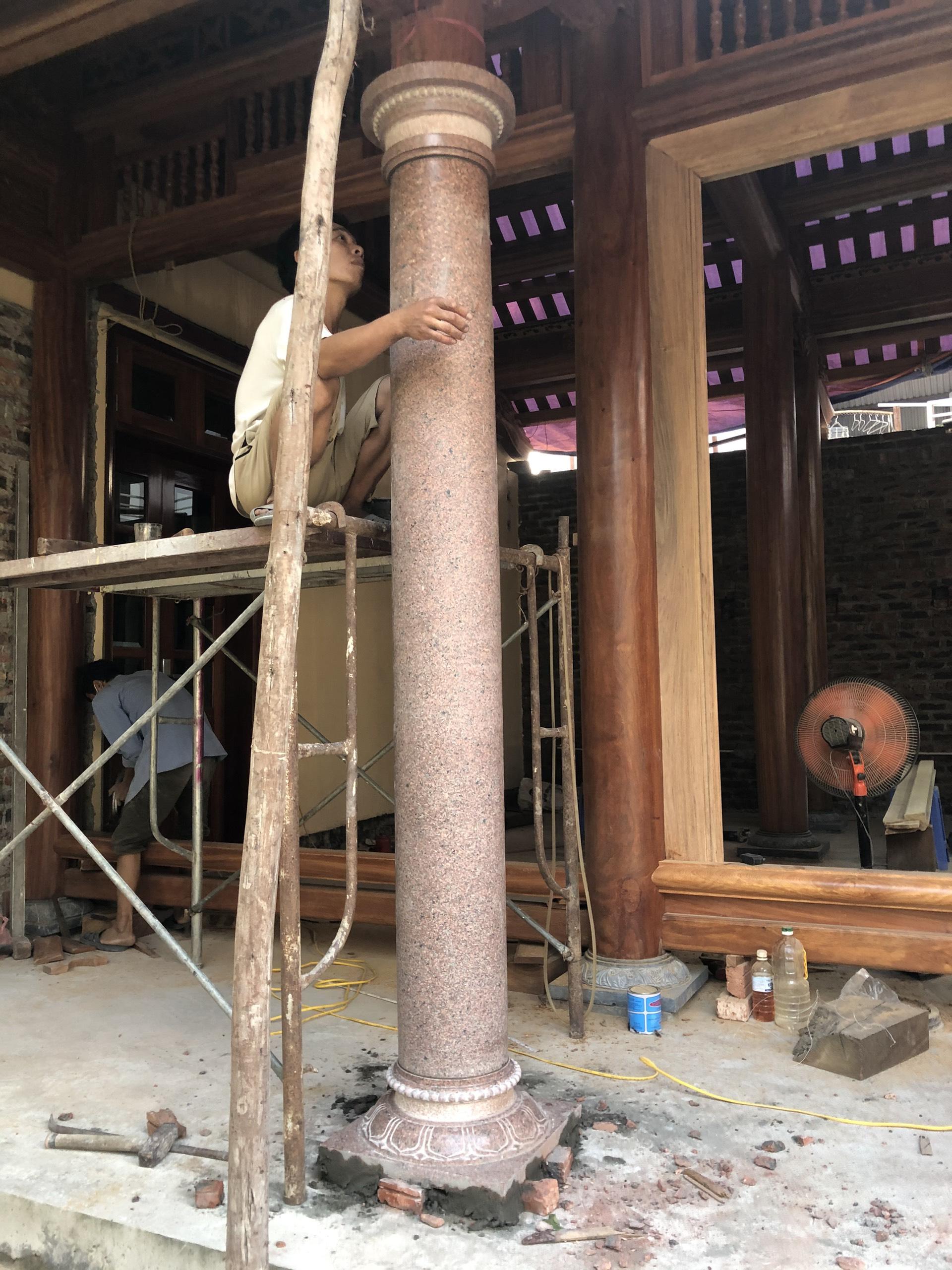 Thi công cột đá ruby đỏ nhà thờ gia đình anh Sang tại Đông Anh Hà Nội