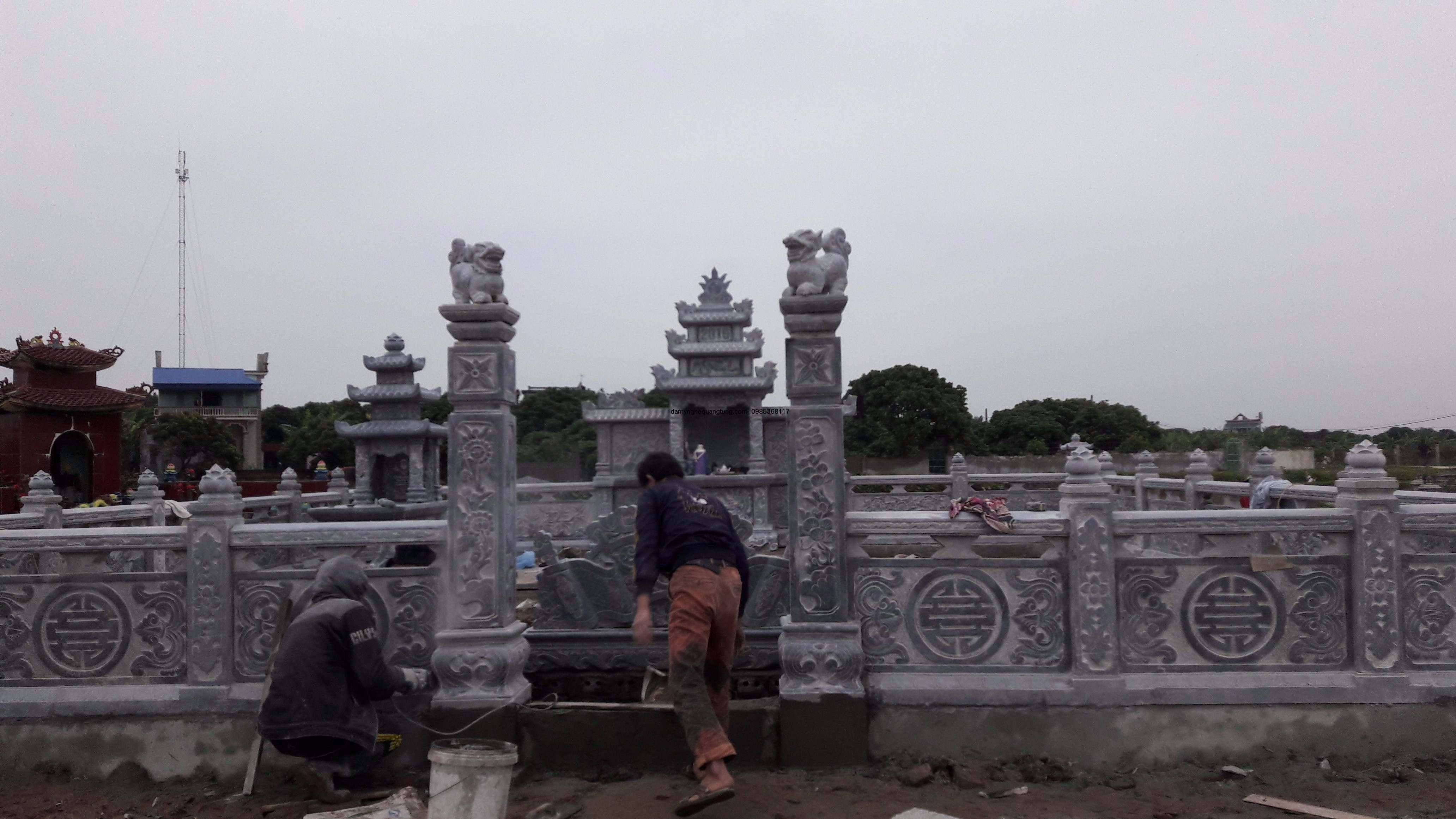 Cổng đá lăng mộ