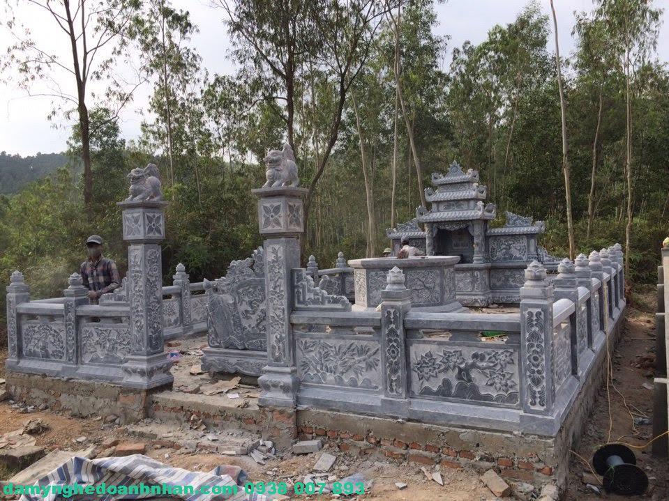 Cổng đá lăng mộ CĐ14