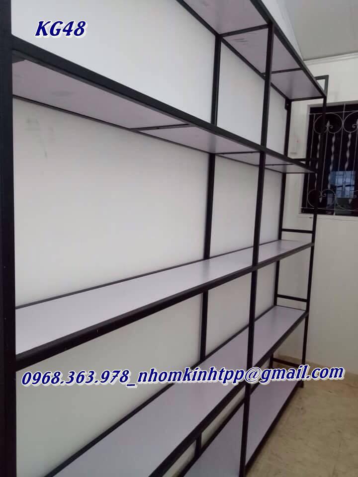 bao-gia-thi-cong-thiet-ke-ke-trung-bay-giay-dep-tai-xuong-tppglass