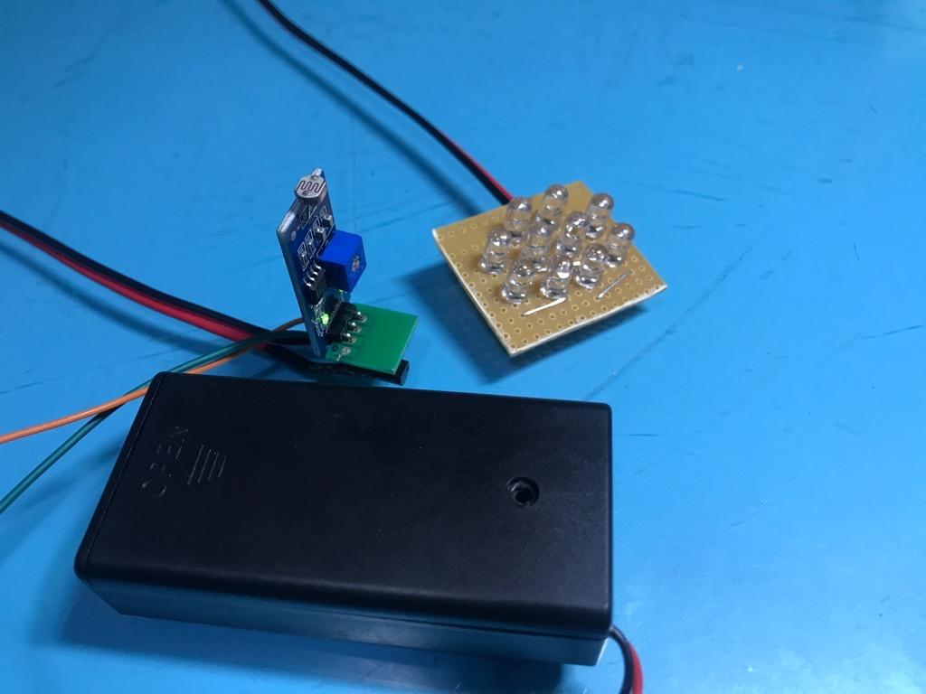 Đèn cảm biến ánh sáng Led 7 màu nguồn pin tiểu 3V