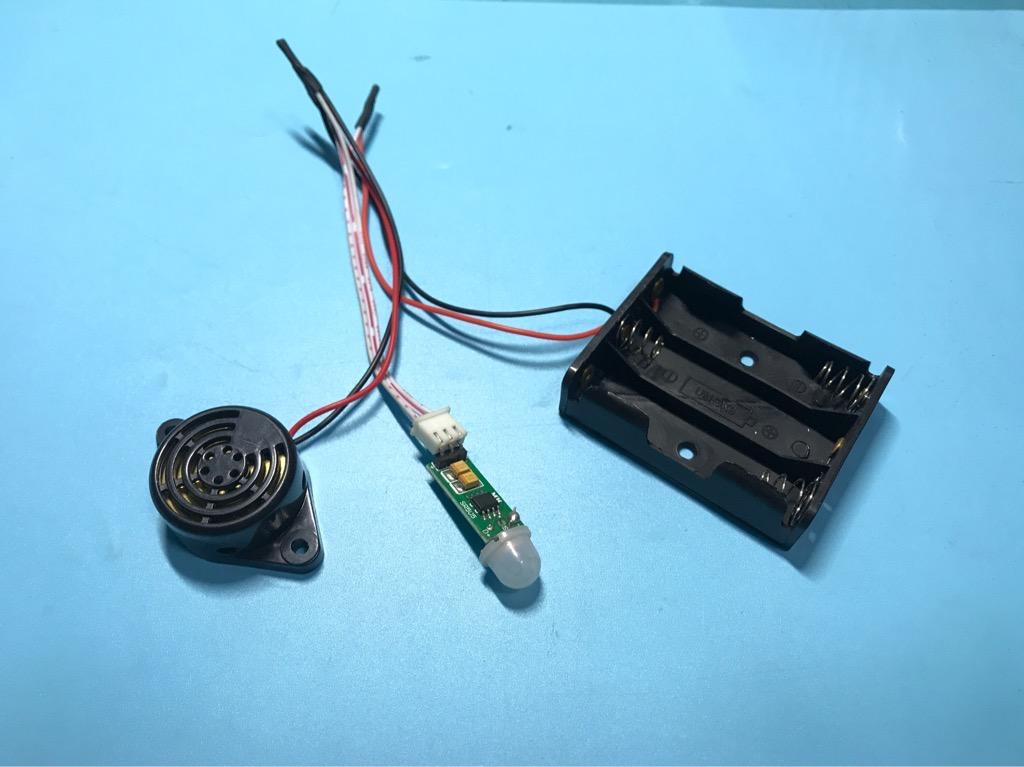 Bộ báo động bằng cảm ứng chuyển động dùng pin tự ráp