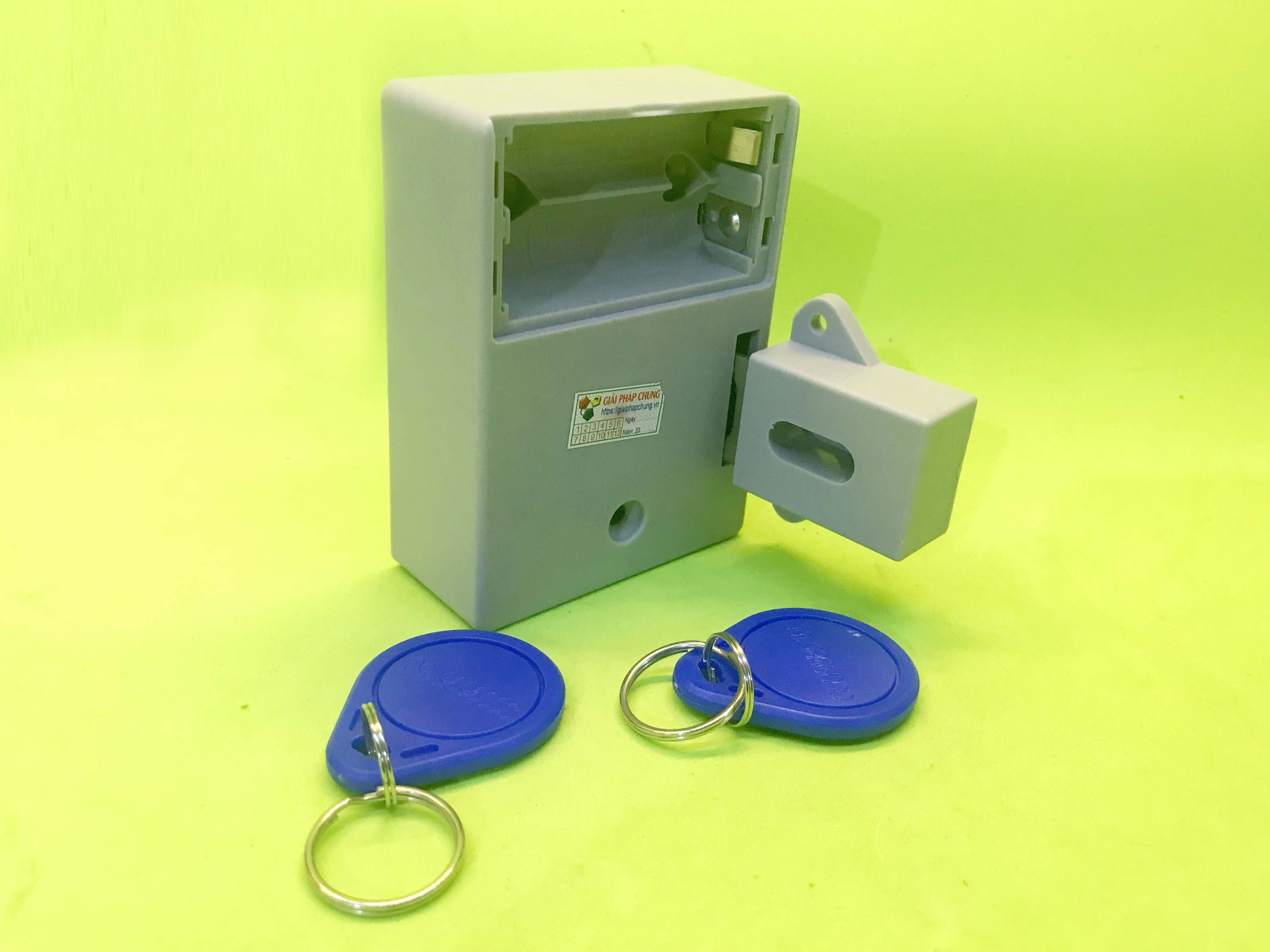 Bộ khóa điện dùng thẻ từ và pin tiểu
