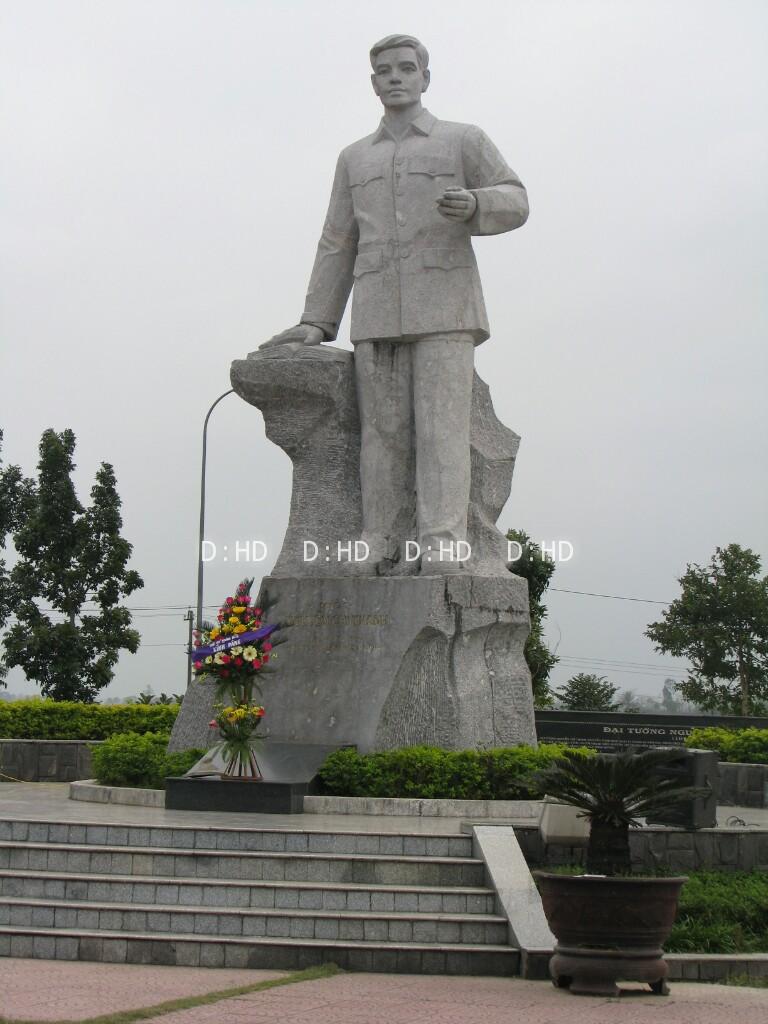 tượng đài đá 02