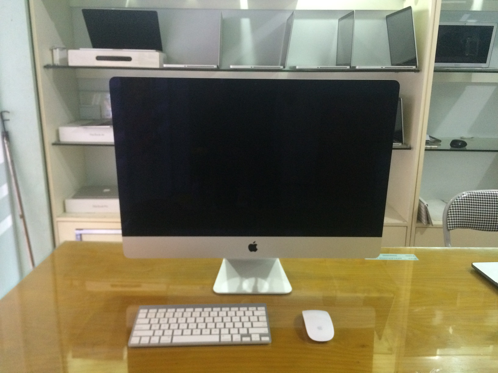 APPLE iMac ME086 LATE 2013 21.5 inch Quad core i5 2.7GHz SSD 256GB RAM 8GB 99%