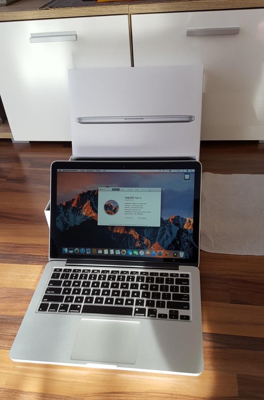 macbook md212 like new