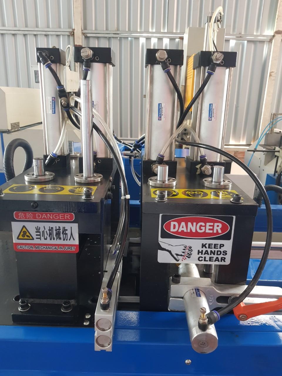 Máy cắt ke CNC, cắt 3 thanh cùng lúc, điện 380v, lưỡi cắt 500mm, hiệu Fanzer