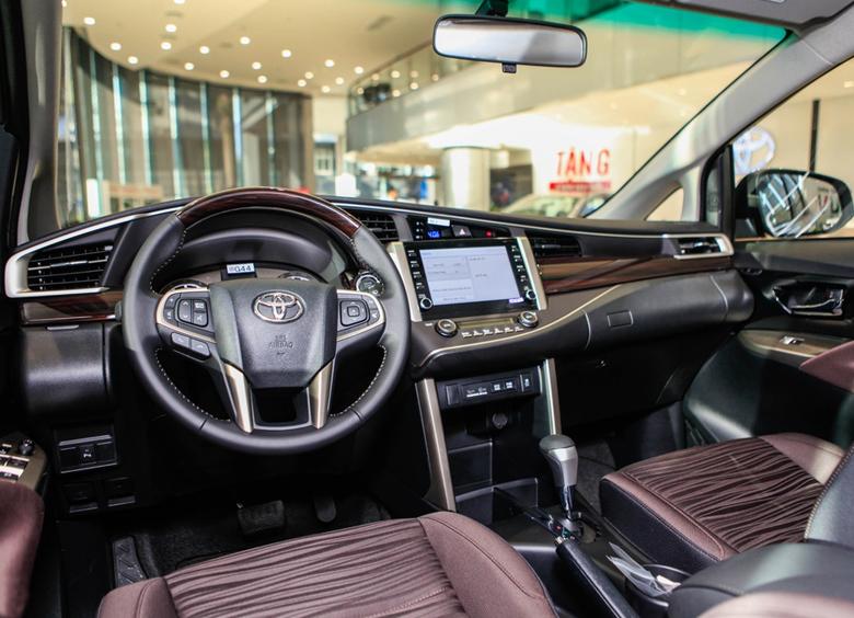 Cho thuê xe ôtô Innova theo tháng