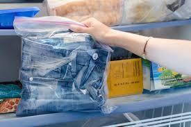 Những mẹo tuyệt hay với quần áo có sử dụng hóa chất giặt là