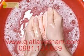 6 Sai lầm các mẹ thường gặp khi giặt bằng tay với hóa chất giặt là (P.1)