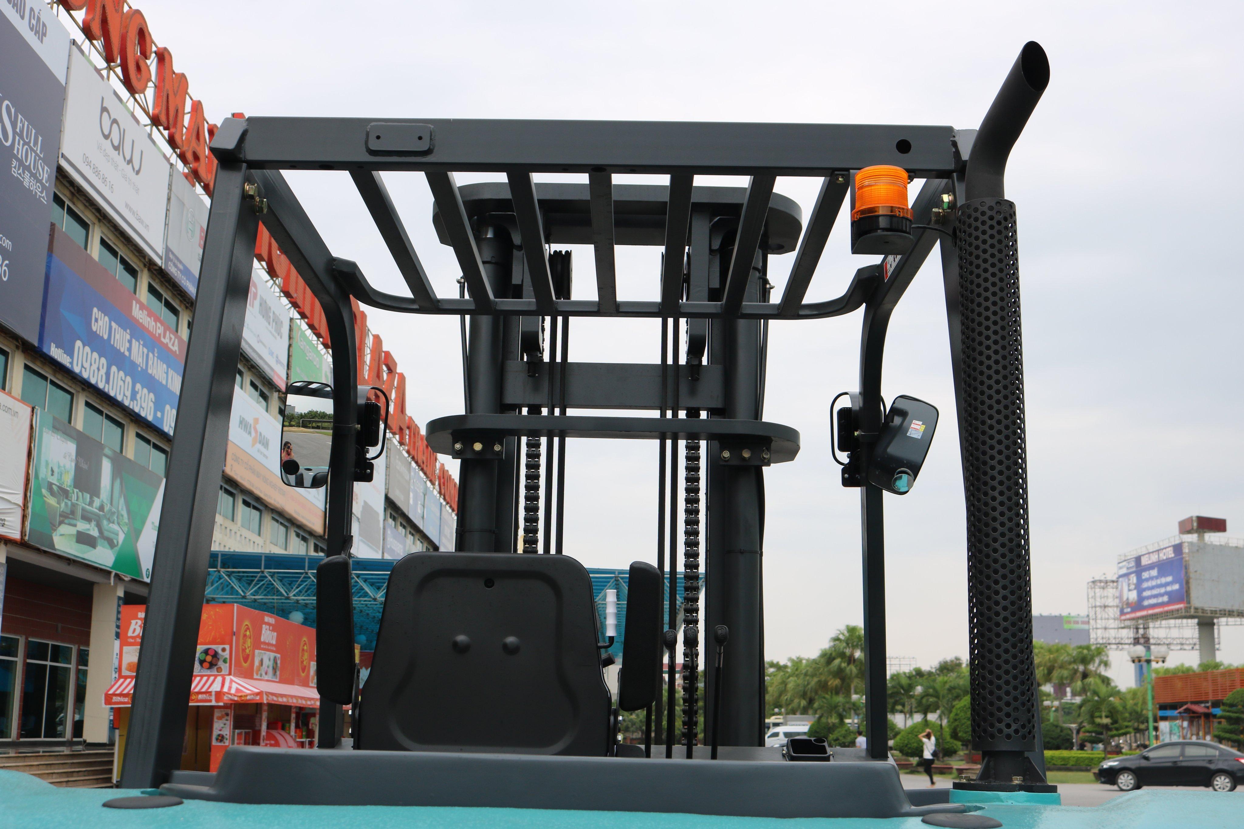 Khung sườn chắc chắn giúp nâng tải trọng 7 tấn không hề bị ảnh hưởng