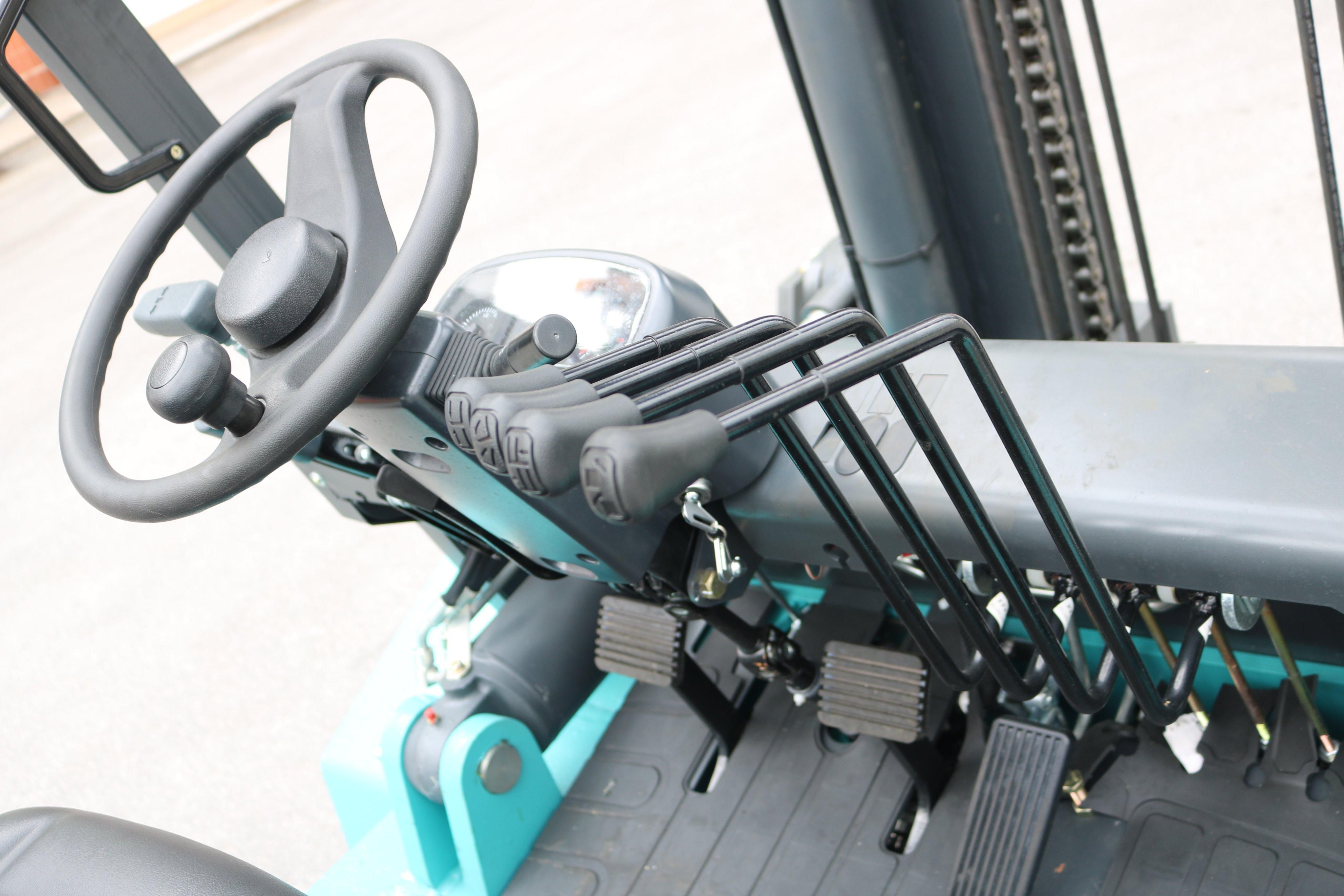 Vô lăng và trục điều khiển xe nâng 7 tấn