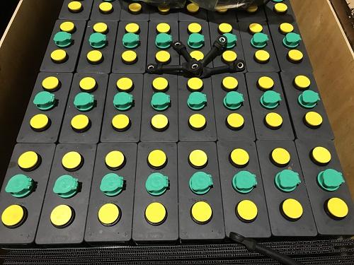 Bình ắc quy xe nâng hiệu MIDAC. Công suất 48V/375Ah, gồm 24 cell. Nhập khẩu  trực tiếp từ Italy, vỏ bình gia công tại Việt Nam. Hàng mới 100% Xe nâng  hàng