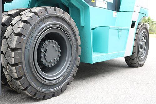 Lốp đặc chính hãng cho xe nâng 7 tấn KBD70 Series