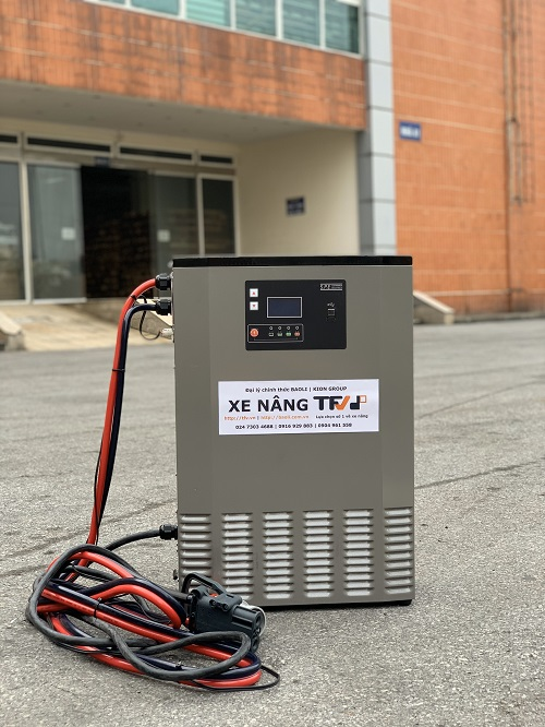 Bộ sạc ắc quy lithium 48V- 200A hiệu EIKTO, hàng mới 100%