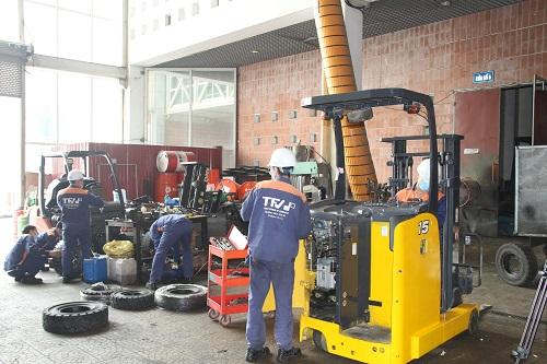 Đại tu động cơ xe nâng hàng tại TFV