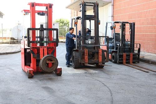 Xe nâng dầu cũ luôn được bảo trì bảo dưỡng trước khi giao