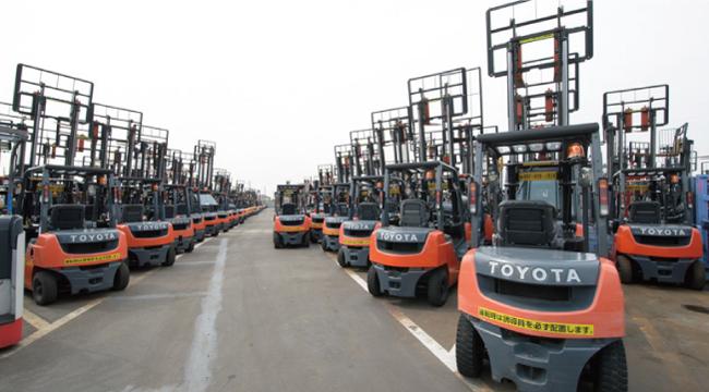 Bãi xe nâng dầu Toyota tại Nhật