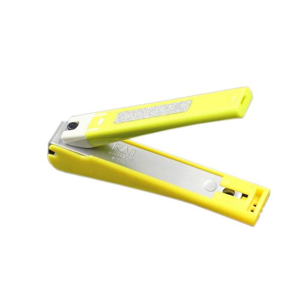 Bấm móng tay thân nhựa KAI (màu xanh lá, cỡ trung)