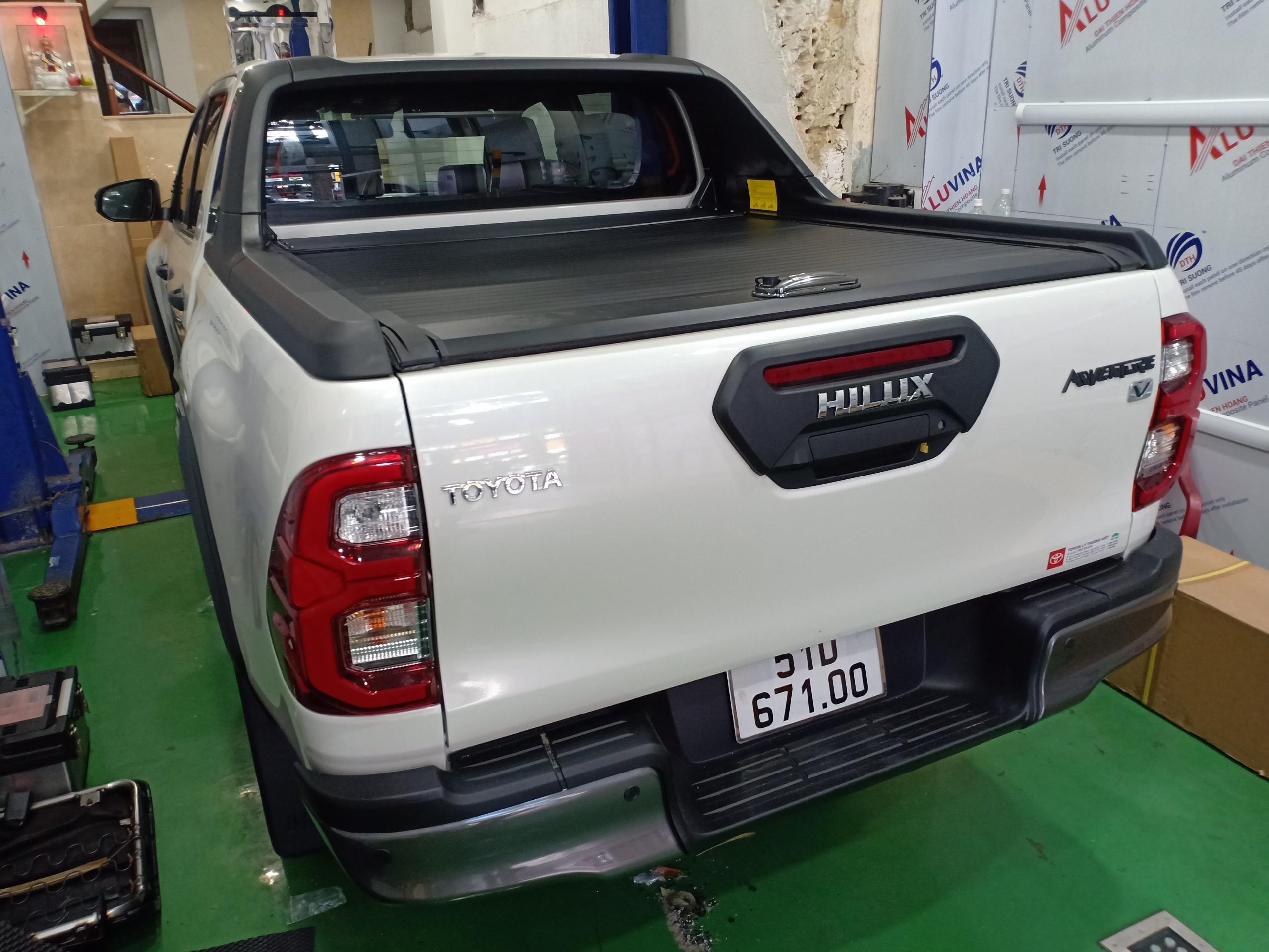 Nắp thùng xe Toyota Hilux