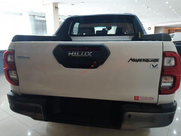 đuôi xe Hilux 2.8V 2021