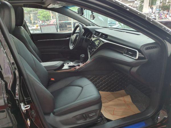 Màu nội thất đen Toyota Camry