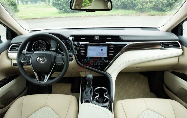 Không gian nội thất Toyota Camry 2.0G2020