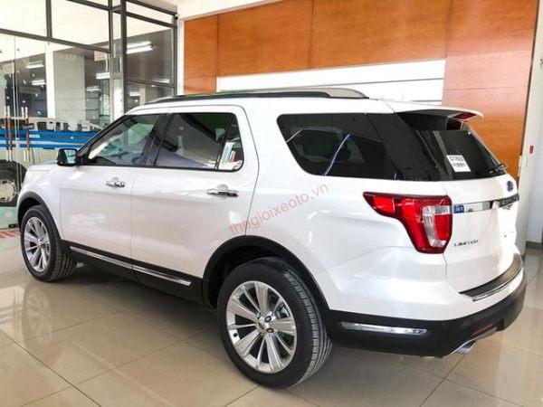 Hông xe Ford Explorer 2020