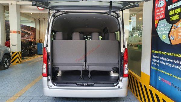 khoang hành lý Toyota Hiace 2021