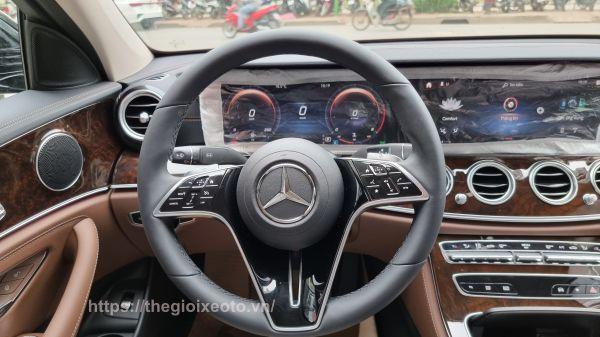 vô lăng Mercedes E200 Exclusive 2021