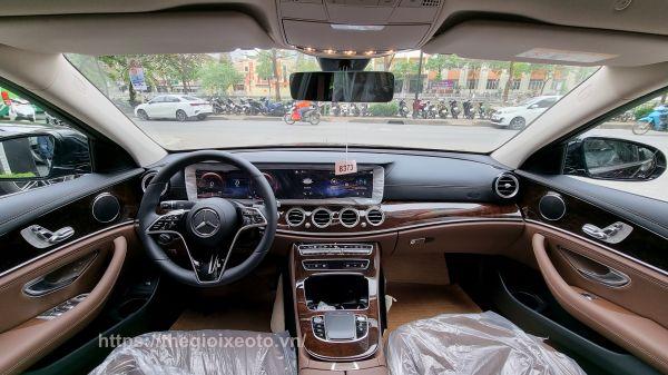 tổng thể nội thất Mercedes E200 Exclusive 2021