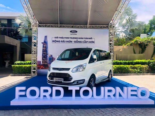ngoai that Ford Tourneo 2019