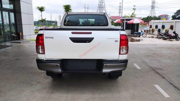 đuôi xe Bán tải Hilux 2.4E 2021