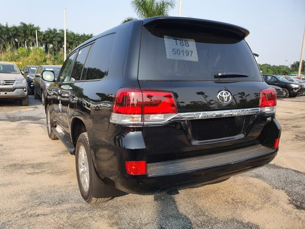 hông xe Toyota Land Cruiser 2020