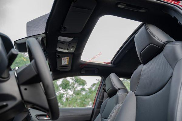 Cửa sổ trời trang bị trên Corolla Cross 1.8V và 1.8HV Hybrid 2021